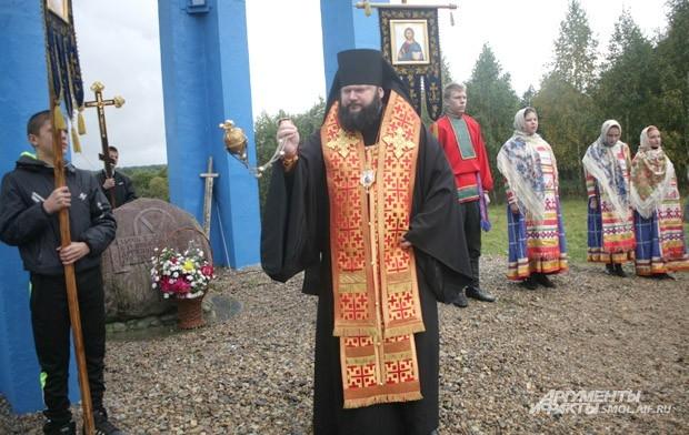 Епископ Смоленский и Вяземский Исидор совершает заупокойную литию в память о воинах