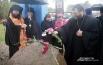 Духовенство и миряне возлагают цветы к памятному знаку