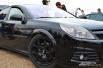 Этот полностью черный Opel принимал участие в гонках на «Смоленском кольце» и может похвастаться 280 «лошадками»