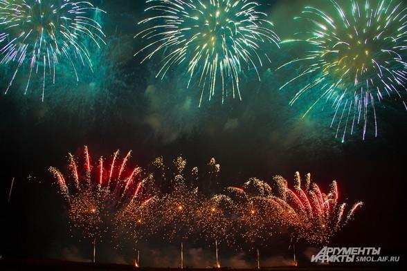 Без сомнения, такое зрелище в Смоленске проходит только один раз в году.