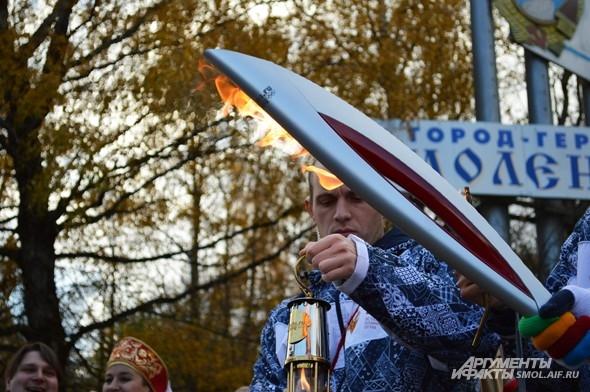 Первый смоленский факел с олимпийским огнем