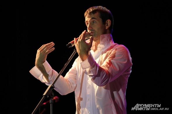 В программе звучат песни Владимира Высоцкого «Прощание с горами», «Горизонт»,  «Он не вернулся из боя».