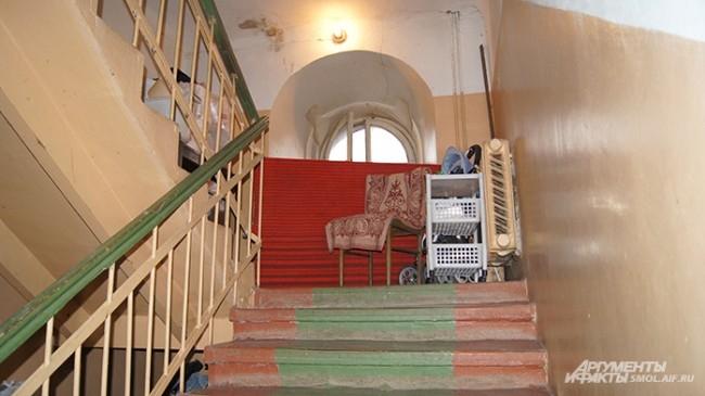 Внутри - обычное общежитие