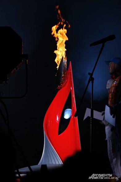 Чаша олимпийского огня на площади Ленина
