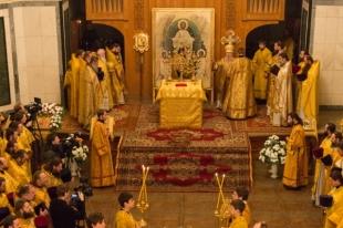 В храме Александра Невского на Алом поле прошло первое богослужение