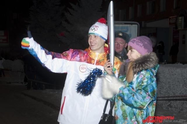 После  передачи олимпийского огня следующим факелоносцам,