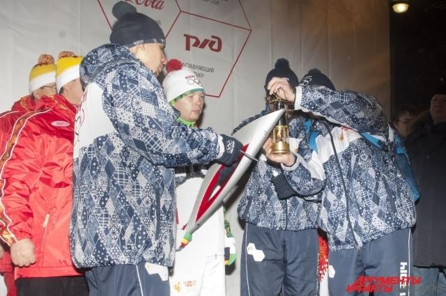 Зажжение факела в Омске.