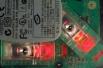 Впоследствии проблему ковриков удалось решить за счёт использования чувствительной камеры и контрастной подсветки. Такая схема обеспечивала постоянное наблюдение за рабочей поверхностью и комфортную работу сенсора практически на любой поверхности.