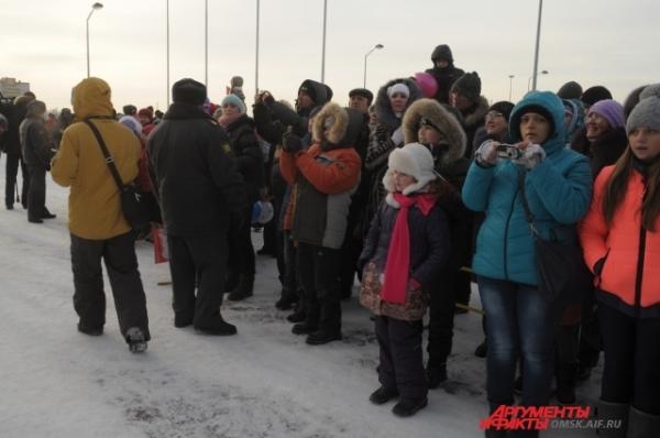 Жители Кировского округа оказались самыми активными, больше всего людей вышло приветствовать огонь в КАО.