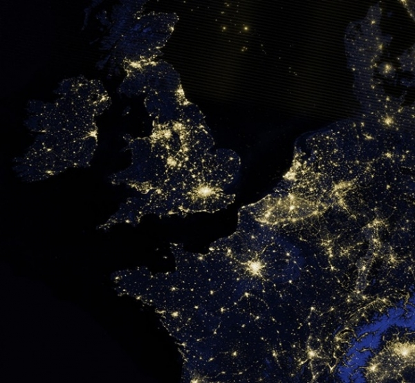 Ночные огни Лондона и южной части Великобритании из космоса.