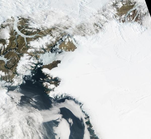 Таяние ледников в Гренландии.