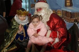 Знаменитые КВНщики провели для детей-инвалидов в Челябинске новогоднюю ёлку