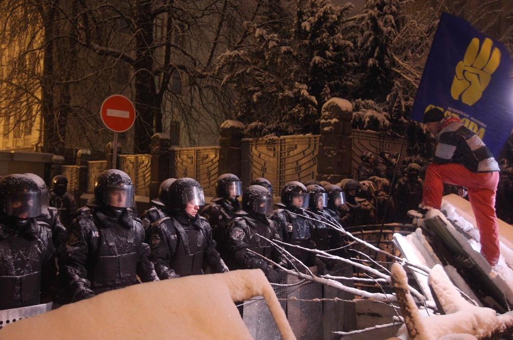 В рамках этих разгонов, как сообщил лидер оппозиционной партии «Свобода» Олег Тягнибок, были пострадавшие – как со стороны митингующих, так и среди силовиков.