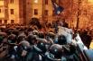 В результате операции отрядам правоохранительных органов удалось разблокировать правительственный квартал Киева, оттеснив митингующих.