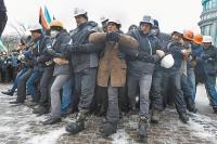 У радикально настроенных «бойцов» майдана большой опыт противостояния с милицией.