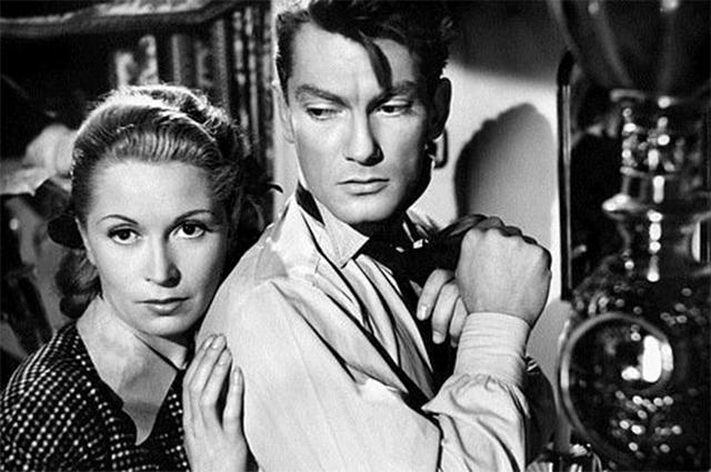 В 40-х годах Маре начал сниматься в фильмах своего друга Жана Кокто, известного французского художника и литератора. Маре принял участие в таких картинах, как «Красавица и Чудовище», «Двуглавый орёл», «Ужасные родители», «Орфей» и «Завещание Орфея».