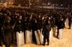 Накануне правоохранительные органы Украины провели ряд акций против митингующих сторонников евроинтеграции. В ночь на 11 декабря силовики приступили к штурму баррикад на Майдане Незалежности.