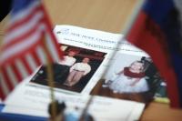 Фотографии усыновлённых детей в офисе российского представительства агентства «Нью Хоуп Кристиан Сервисез» в Санкт-Петербурге.