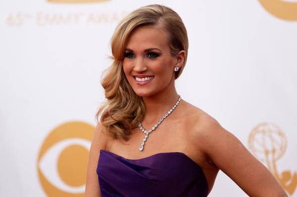 Победительница четвёртого сезона телевизионного конкурса «American Idol» Кэрри Андервуд заработала 31 миллион долларов. Во многом это связано с успехом её четвёртой пластинки «Blown Away», получившей статус платиновой.