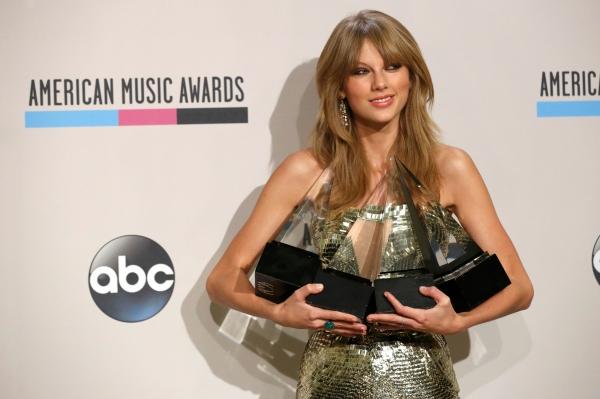 На продажах альбома «Red» и нескольких синглов с него 24-летняя Тейлор Свифт заработала около 55 миллионов долларов и третью позицию рейтинга Forbes.