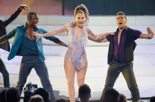 Дженнифер Лопес по сравнению с прошлым годом потеряла несколько миллионов прибыли, но с общей суммой доходов в 45 миллионов удержалась в пятёрке самых высокооплачиваемых певиц.