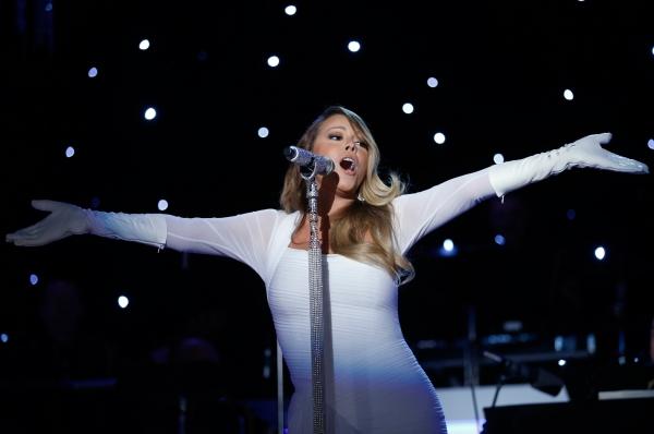 Замкнула десятку самых высокооплачиваемых певиц замкнула Мэрайя Кэри. Её участие в шоу «American Idol» принесло ей 18 миллионов, а вместе с продажами записей, атрибутики и парфюма она заработала 29 миллионов долларов.