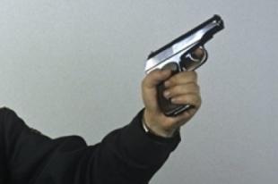 В Челябинске задержанный украл пистолет у полицейских