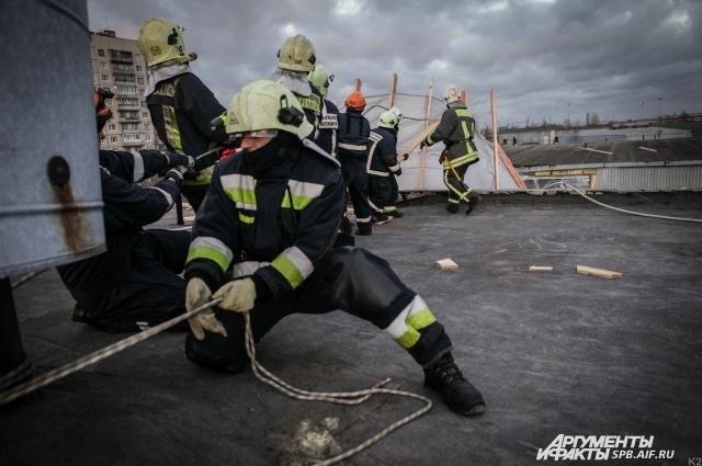 Спасатели ликвидируют последствия урагана