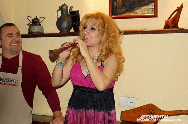Сациви готовилось под звуки грузинского музыкального инструмента саламури