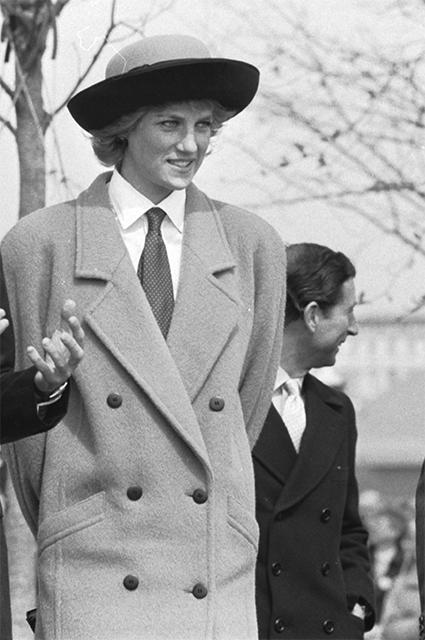 Кристиан Диор оказал значительное влияние напопулярность женской шляпки вкачестве аксессуара. Часто именно вшляпках отChristian Dior напублике появлялась принцесса Диана.