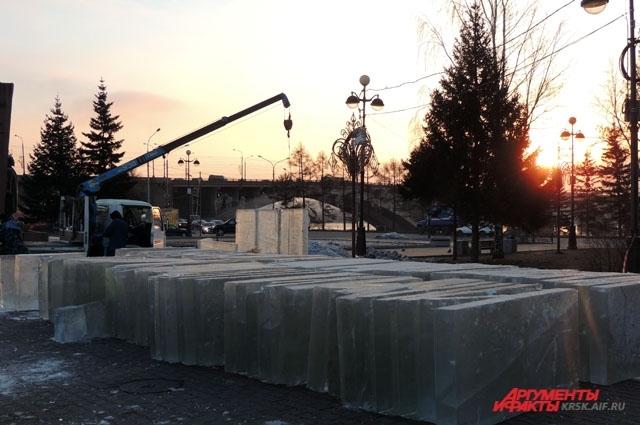 500 таких блоков уйдет на Ледовый городок.