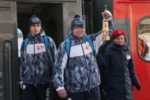 Лампада с Олимпийским огнем прибыла в Челябинск на специальном поезде. Фото