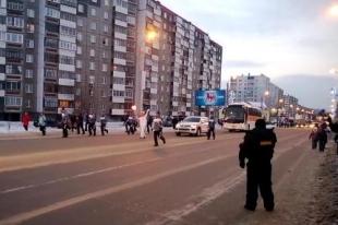 Олимпийский огонь «путешествует» по Челябинску. Видео