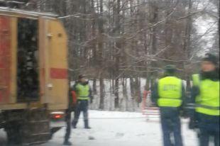 Междугородний автобус врезался в столб в Челябинске. Есть пострадавшие