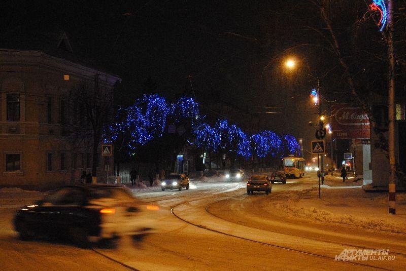 Улицы в синих гирляндах