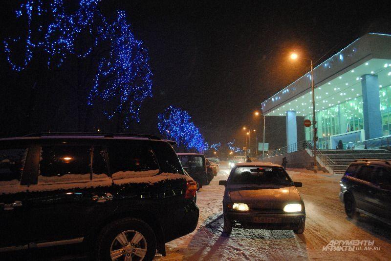 Часть улицы К.Маркса и дворец Губернаторский