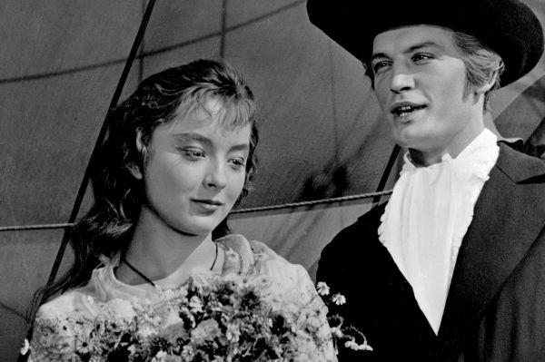 В детстве Анастасия Вертинская хотела стать балериной, а после отказа решила посвятить свою жизнь иностранным языкам. Всё изменилось в 1961 году, когда её пригласили на главную роль в фильме «Алые паруса».
