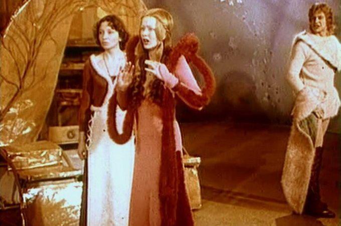 В 1973 году Вертинская добилась в театре того, о чём долгое время мечтала – главный режиссёр Шеффилдского театра Питер Джеймс пригласил её в спектакль «Двенадцатая ночь». Вертинская удачно сыграла Оливию и раскрыла свой яркий комедийный талант.