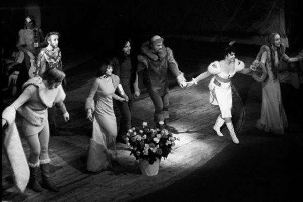 Вертинская ярко сыграла Нину Заречную в «Чайке» и Елену Андреевну в «Дяде Ване». Публика и пресса с энтузиазмом нахваливали талант актрисы. В кино же актриса по-прежнему отвергала роли, которые ей не подходили.