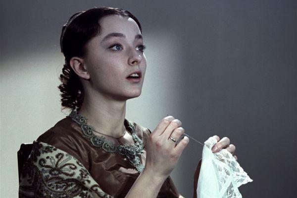 Успех «Гамлета» сделал Вертинскую одной из самых популярных актрис, но она стремилась к характерным ролям и от многих предложений отказывалась. Так в «Войне и мир» она сыграла эпизодическую роль Лизы Болконской, а в «Анне Карениной» играла Кити Щербацкую.