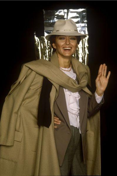В 1989 году Вертинская написала пьесу «Мираж, или Дорога русского Пьеро» по мемуарам отца и затем получила приглашение преподавать актёрское мастерство в Оксфордском университете. Она согласилась и следующие 12 лет проработала за рубежом.