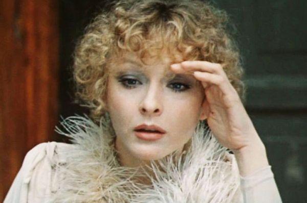 Следующим крупным проектом для актрисы стала роль Моны в «Безымянной звезде» в 1978 году. Режиссёр Михаил Козаков позволил Вертинской самой создать образ героини, в результате этот фильм стал для актрисы одним из любимых.