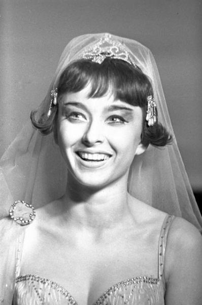 В 1962 году Вертинскую, прежде не игравшую в театре, приняли в труппу Московского театра имени Пушкина, а на следующий год она поступила в Театральный институт имени Бориса Щукина, правда лишь благодаря поблажкам за роли в кино.