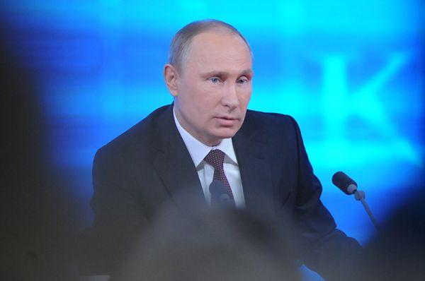 Ежегодная пресс-конференция Владимира Путина началась около полудня.