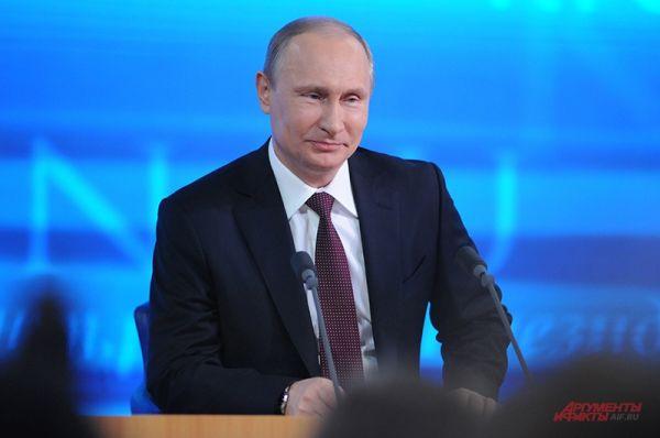 Первые же вопросы президенту касались темы отношений России с Украиной, Европой и США.