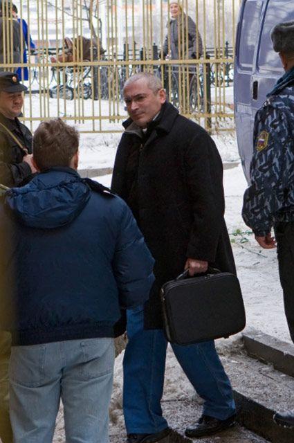 Ходорковский прибывает на слушания процесса по делу о хищении чужого имущества и отмывании денежных средств в Хамовническом суде, 2009 год.