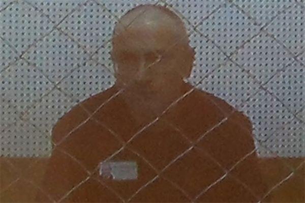 Август 2013 года, кадр видеотрансляции в суде.