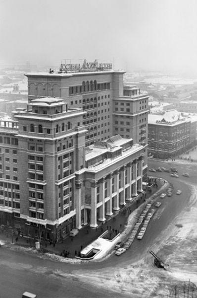 Согласно прежним планам, архитекторы собирались продолжать застройку местности корпусами района, однако «Москва» вплоть до конца 60-х осталась в своём первозданном виде.