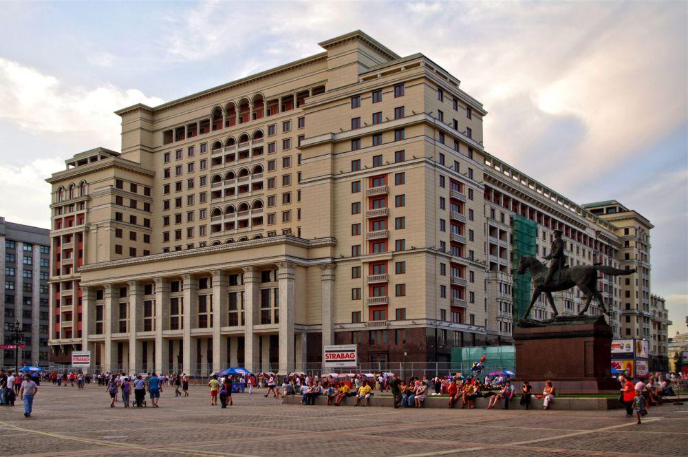 После перестройки комплекс гостиницы «Москва» занимает площадь 183 000 м². Часть здания используется в качестве торгового центра, а некоторые помещения сдаются под офисы и жилые апартаменты.