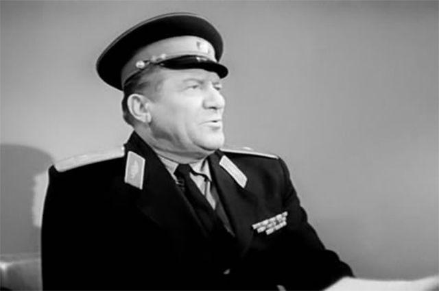 В 1964 году Николай Крючков сыграл пусть не самую большую, но одну из важнейших ролей в драме «Ко мне, Мухтар!» - ему достался образ комиссара милиции, одного из руководителей главного героя в исполнении Юрия Никулина.